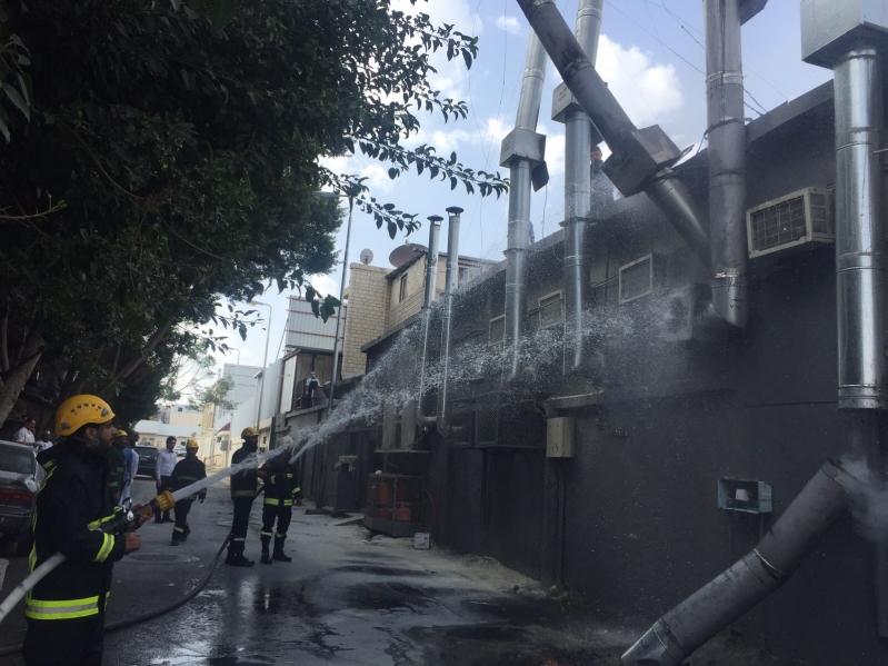 بالصور.. مدني #الطائف يخمد حريقًا في مطعم بشهار (1)