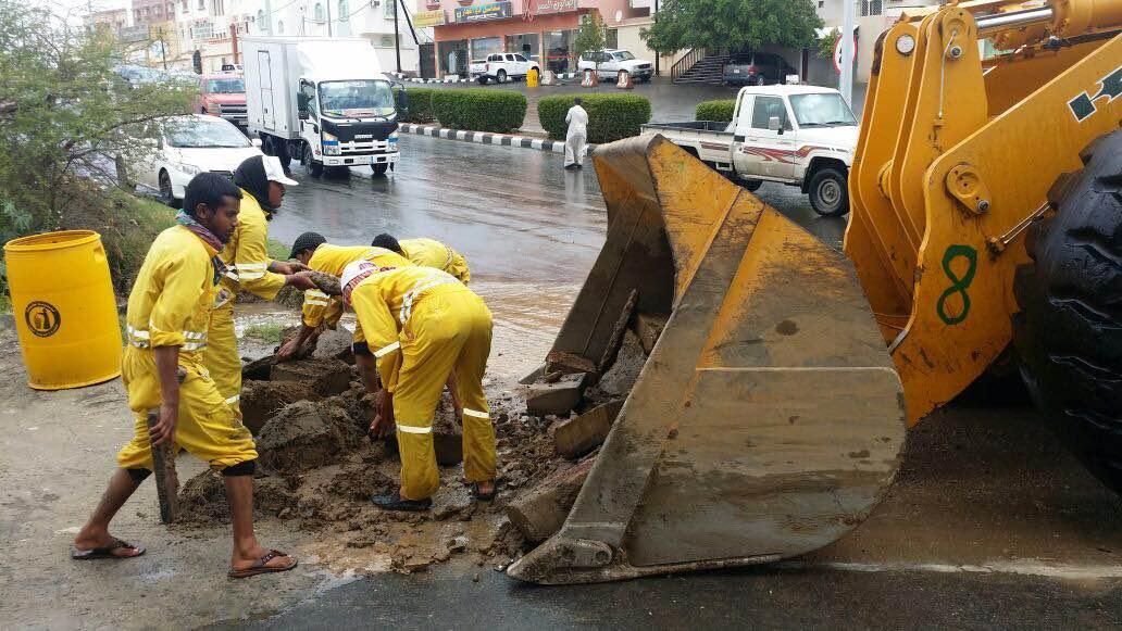 بالصور.. مدني #عسير هذه حصيلة الحوادث المصاحبة لأمطار الأربعاء (1)