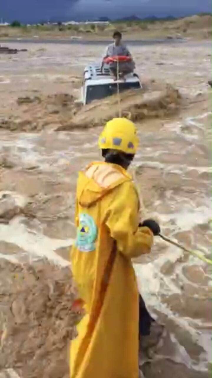 بالصور.. مدني #عسير هذه حصيلة الحوادث المصاحبة لأمطار الأربعاء (15)