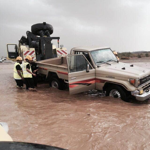 بالصور.. مدني #عسير هذه حصيلة الحوادث المصاحبة لأمطار الأربعاء (16)