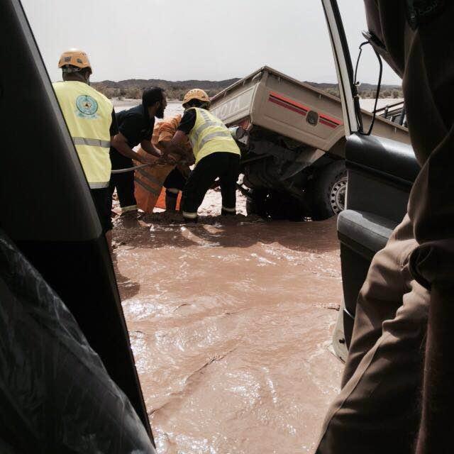 بالصور.. مدني #عسير هذه حصيلة الحوادث المصاحبة لأمطار الأربعاء (18)