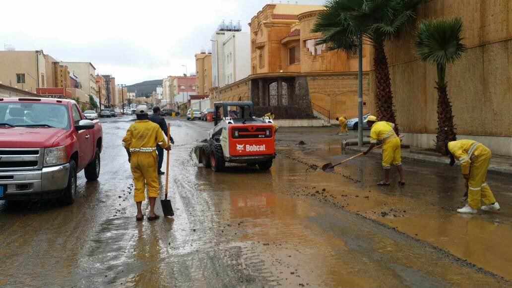 بالصور.. مدني #عسير هذه حصيلة الحوادث المصاحبة لأمطار الأربعاء (8)