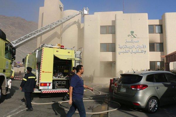 بالصور.. مدني #مكة يباشر حريقاً بمستشفى النور (1)