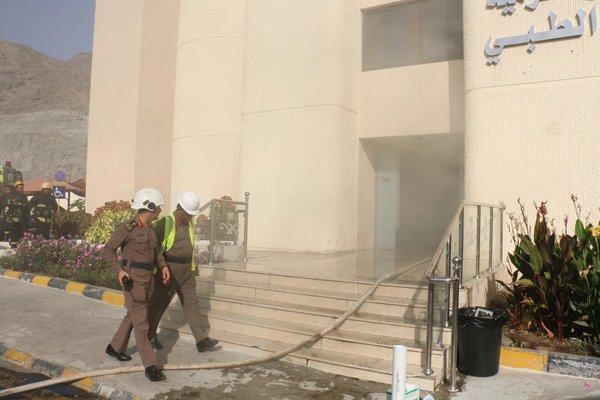 بالصور.. مدني #مكة يباشر حريقاً بمستشفى النور (2)