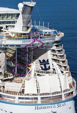بالصور...عالم من الترفيه والاستجمام على متن أضخم سفينة في العالم.jpg22