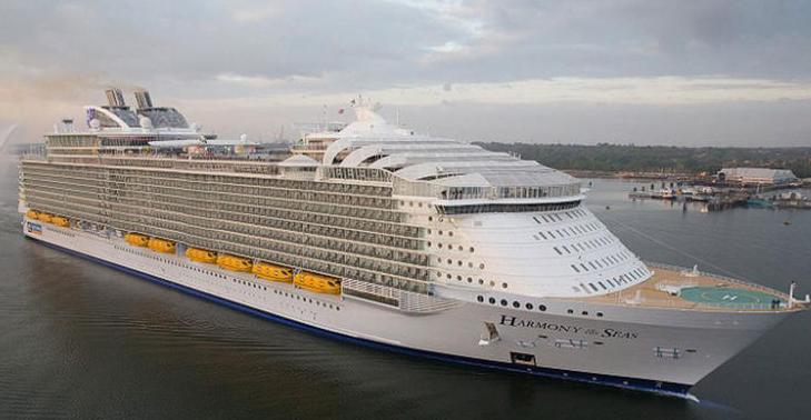 بالصور...عالم من الترفيه والاستجمام على متن أضخم سفينة في العالم7