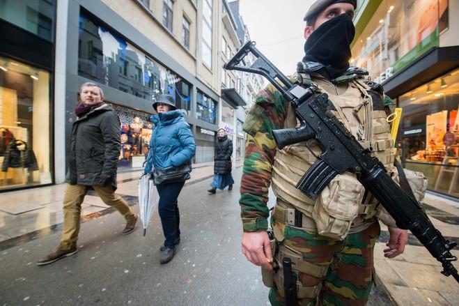 بروكسل تتحول إلى ثكنة عسكرية (8)