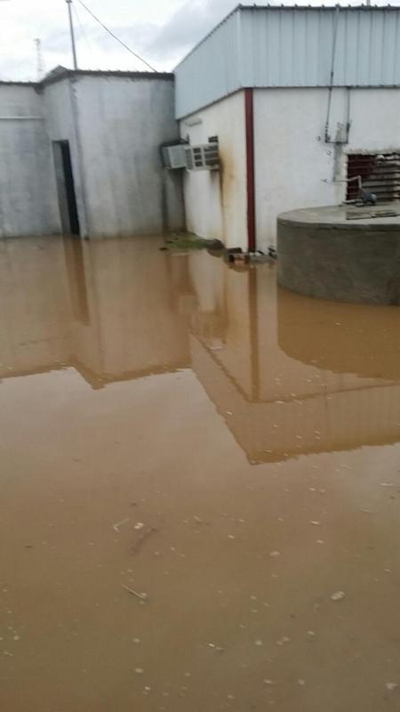 بسبب الأمطار .. احتجاز عائلة ودخول السيول منازل بالباحة 4