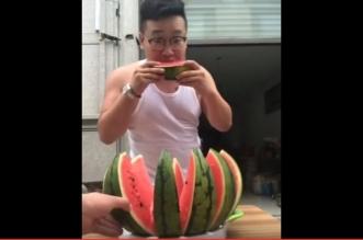 بالفيديو.. طريقة مذهلة لتقطيع البطيخ في ثانية واحدة - المواطن