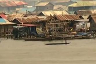 بالفيديو.. بعد بنائها في 3 سنوات.. الأمطار تُسقط مدرسة عائمة بنيجيريا ! - المواطن