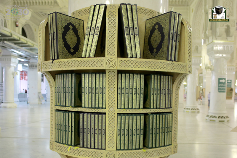 بـ75 لغة.. مليون مصحف بأروقة المسجد الحرام في رمضان (215740344) 