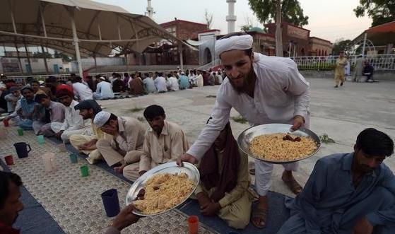 بقايا-موائد-رمضان