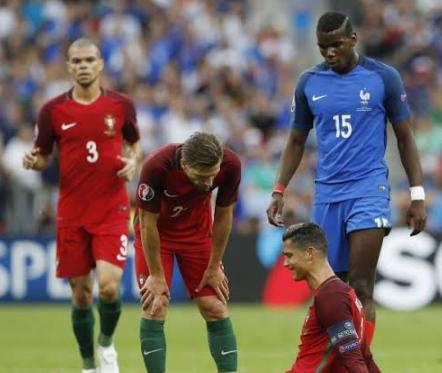 بكاء كريستيانو بعد إصابته أمام فرنسا في نهائي اليورو (1) 