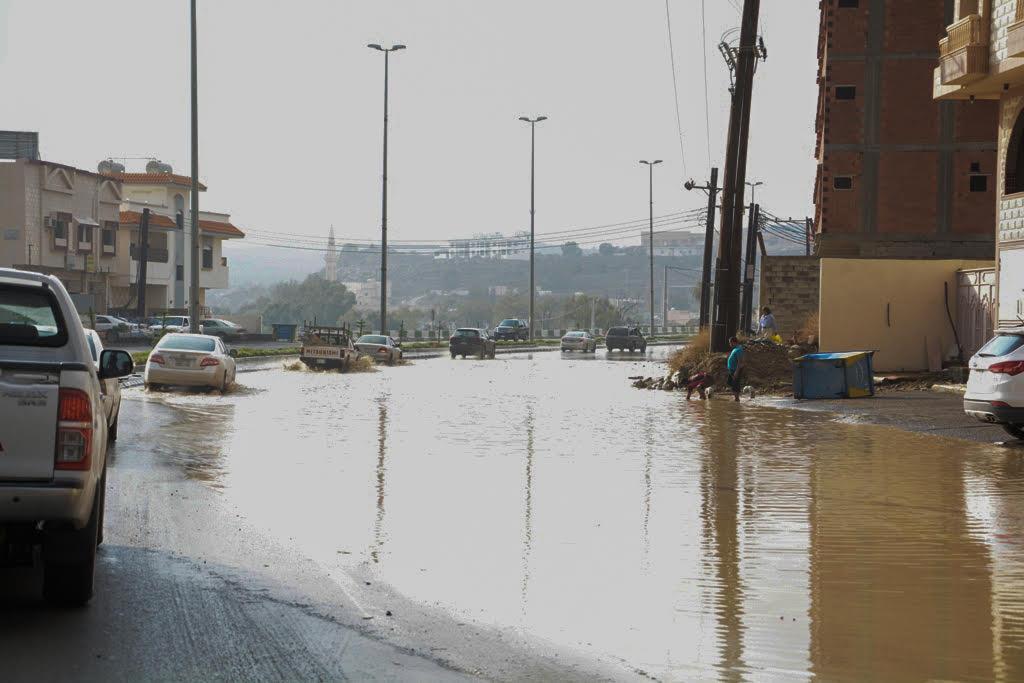 بالصور.. شوارع #بلجرشي تشكو الكثبان الترابية وفشل التصريف - المواطن