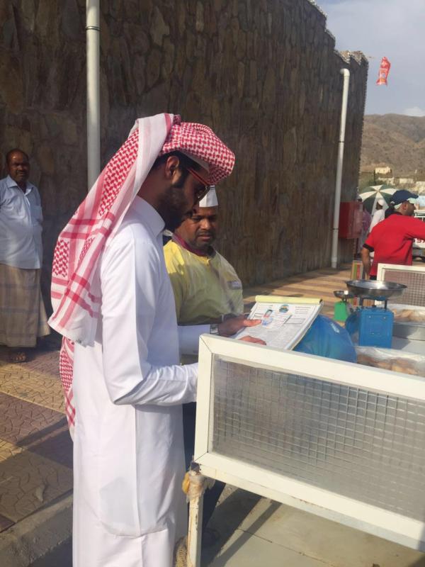 بلديات عسير ترصد مخالفات صحية في أول أيام رمضان (296938125) 