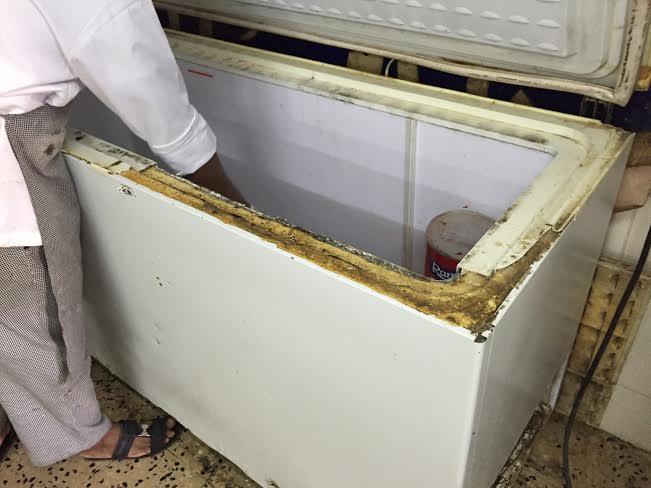بلدية الخفجي تداهم مصنعا لتحضير افطار للمدارس وتصادر كمياته 1