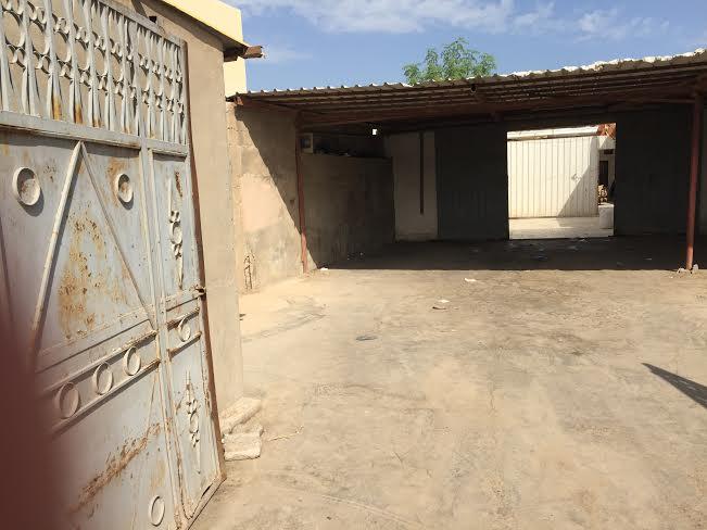 بلدية الخفجي تداهم مصنعا لتحضير افطار للمدارس وتصادر كمياته