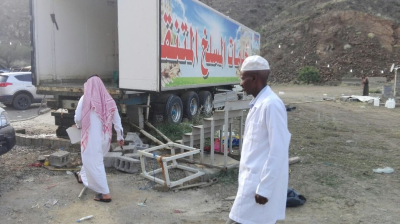 بلدية الداير تغلق المسلخ المتنقل لمخالفته الإشتراطات الصحية (1)