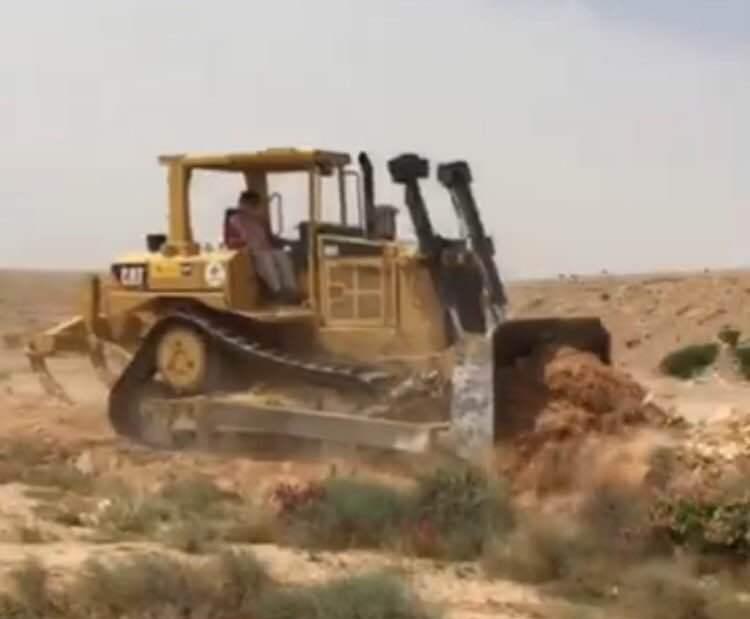 بلدية الدلم تزيل تعديات وادي ماوان (1)