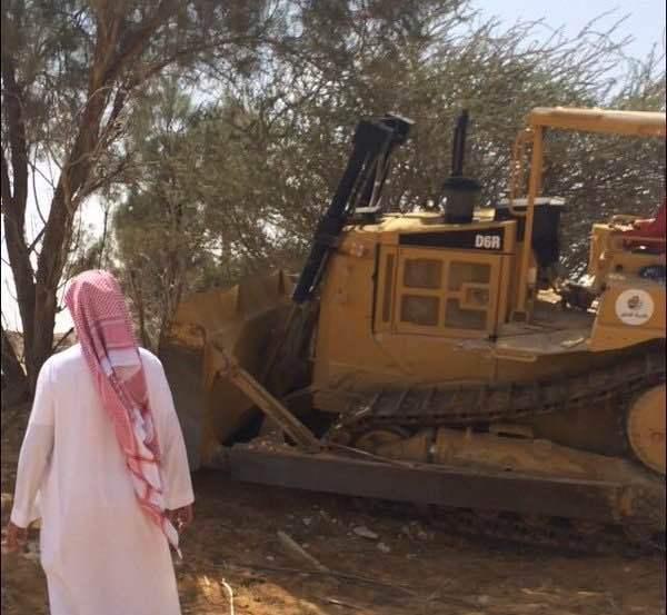بلدية الدلم تزيل تعديات وادي ماوان (6)