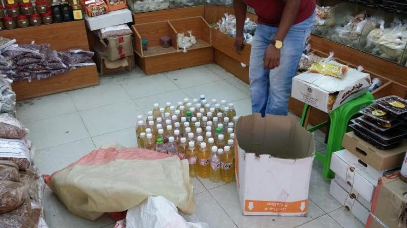 بلدية القوز تضبط 72قارورة بول في محل عطارة شهير
