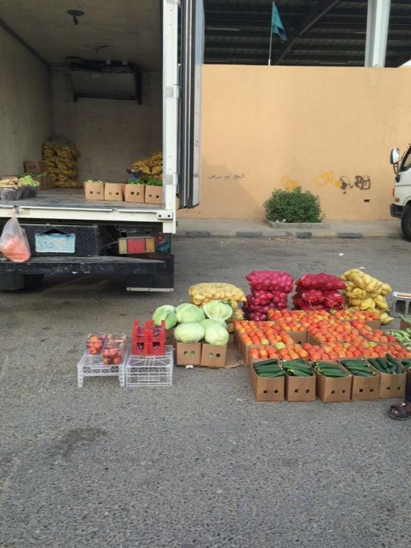 بلدية المخواة تصادر ربع طن لمواد غذائية وأدوات للطبخ (1)