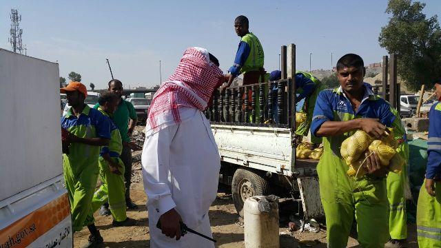 """مُصادرة 550 كرتون مواد غذائية تالفة بـ""""مسفلة مكة"""" - المواطن"""