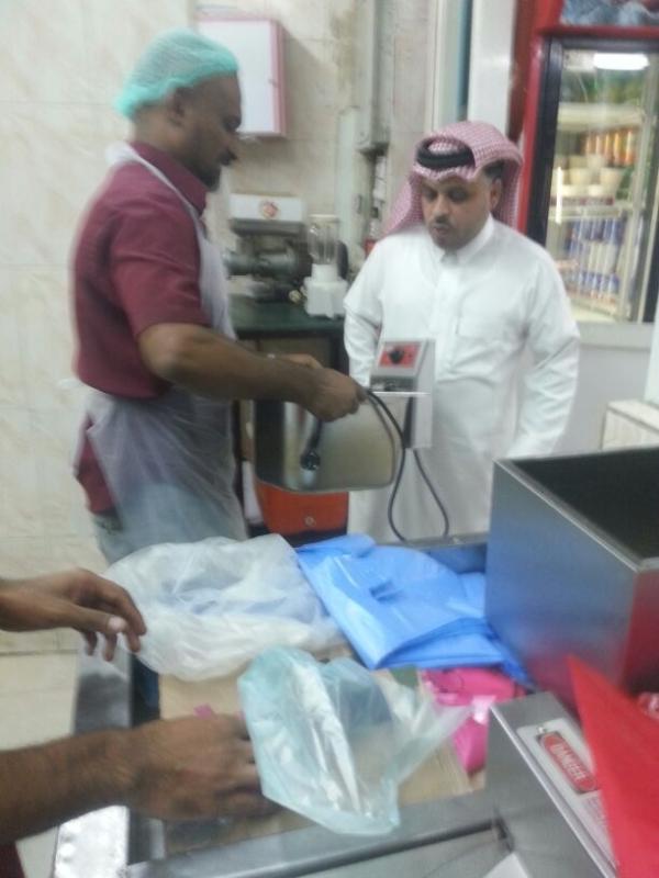 بلدية فيفاء تواصل جولاتها الرقابية خلال شهر رمضان (399885157) 