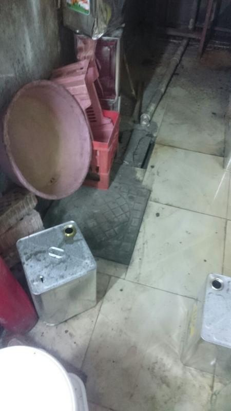 بلدية مدينة جازان تصادر مواد  (1)