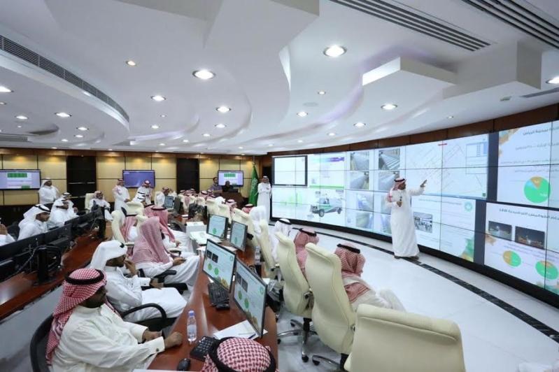 بلدي الرياض يواجه السيول بـ200 صهريج لشفط المياه و340 مضخة 2
