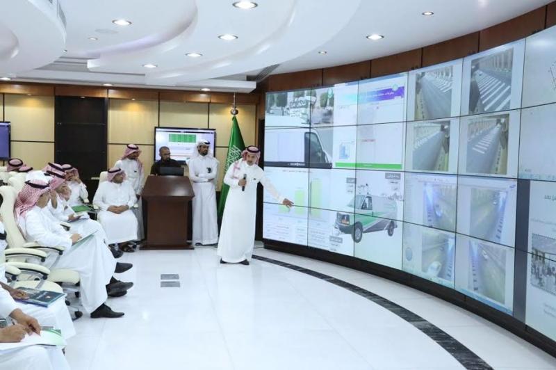 بلدي الرياض يواجه السيول بـ200 صهريج لشفط المياه و340 مضخة 4