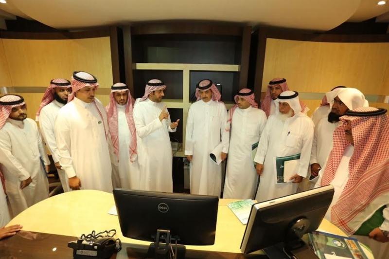 بلدي الرياض يواجه السيول بـ200 صهريج لشفط المياه و340 مضخة