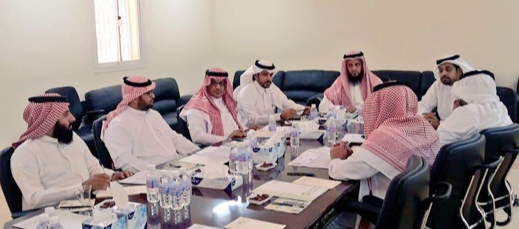 بلدي بيشة يستعرض المشاريع والاستثمار في البلدية (1)