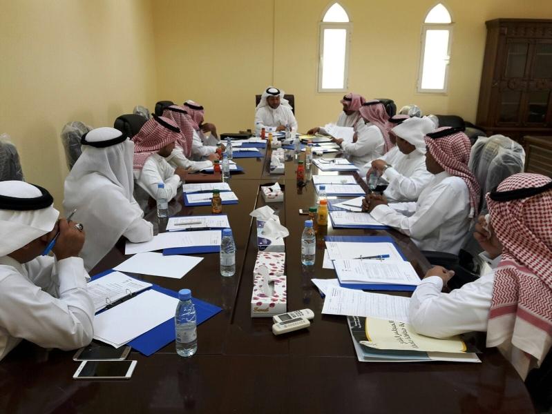 بلدي صامطة يشكل لجنة لمناقشة النظافة (1)