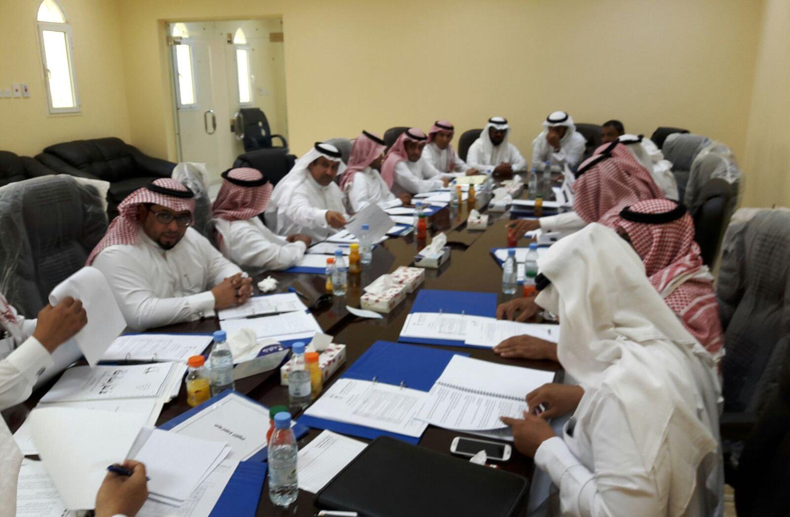 بلدي صامطة يشكل لجنة لمناقشة النظافة (2)