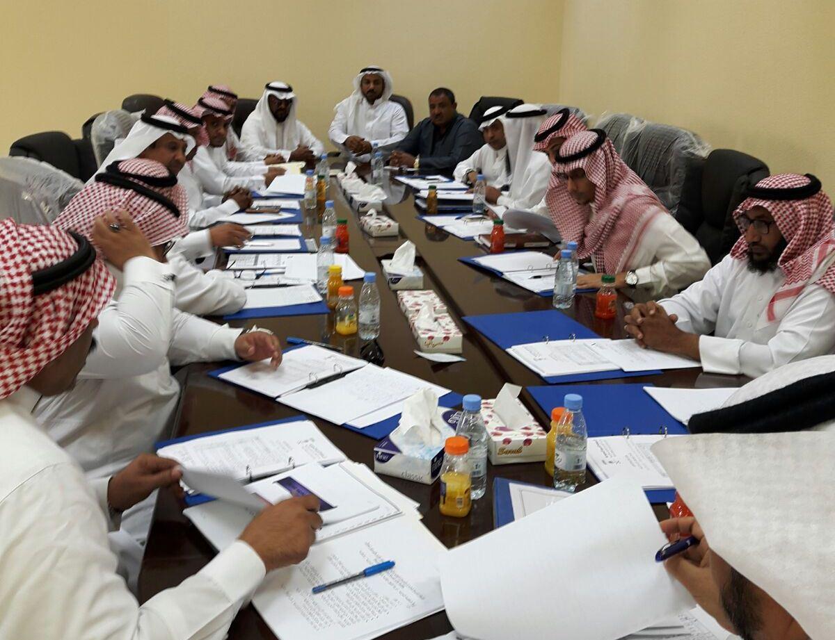 بلدي صامطة يشكل لجنة لمناقشة النظافة (3)