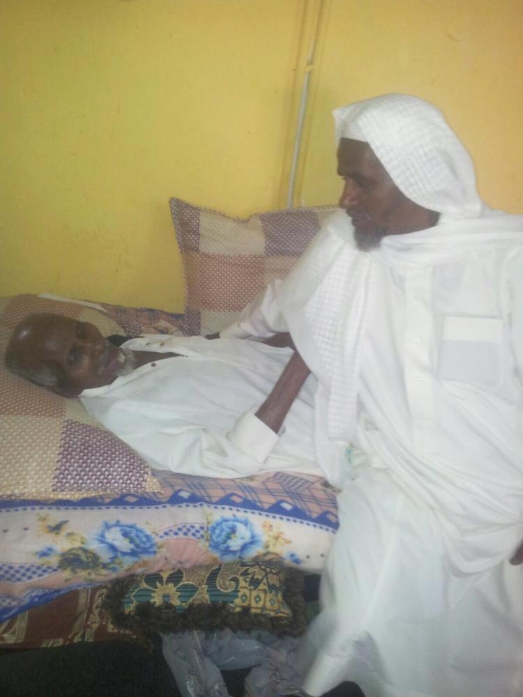 متقاعد يناشد ولاة الأمر مساعدته في علاج والده وابنه وأخته