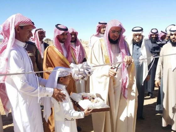 بن فحاس يسلم مفتاح المسكن الثاني بمركز الحفائر بخميس مشيط  (5)