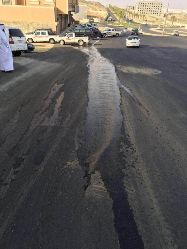 بوادر انفجار أنبوب تحليه بحي الجامعيين بخميس (1)