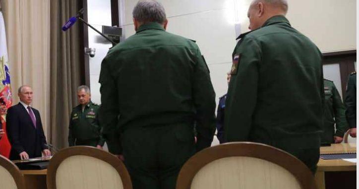 بوتين يأمر بسحب قواته من سوريا بعد زيارة مفاجئة لقاعدة حميميم