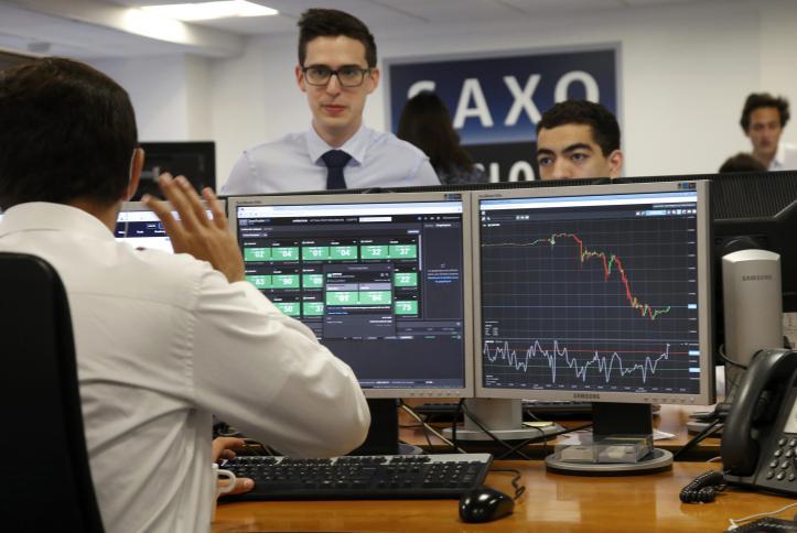 بورصة باريس تغلق على انخفاض حاد