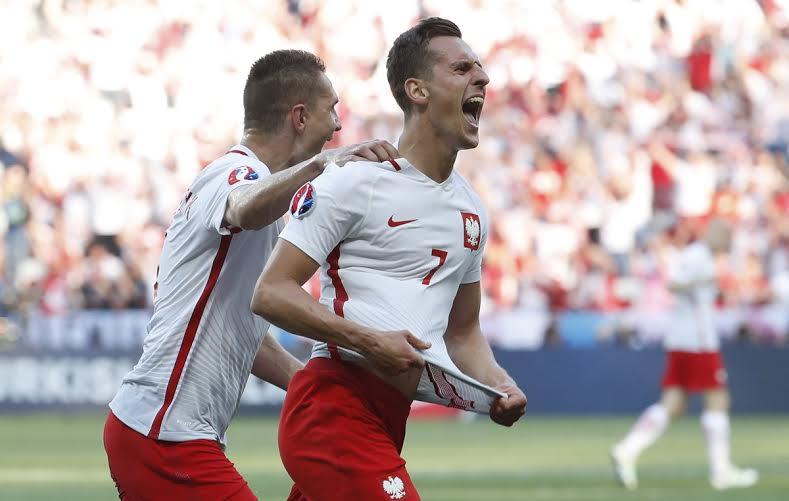 بولندا تفوز على أيرلندا الشمالية  (1) 