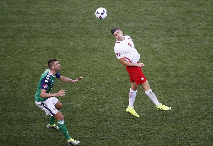 بولندا تفوز على أيرلندا الشمالية (359361741) 