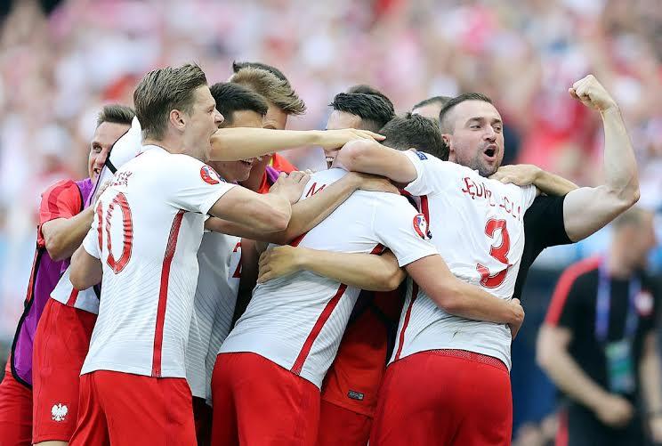 بولندا تفوز على أيرلندا الشمالية (359361742) 