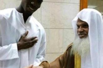 بالفيديو.. النجم العالمي بوجبا يتناول الإفطار بالمسجد النبوي - المواطن