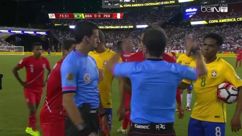 بيرو تفجر المفاجأة وتطيح بالبرازيل