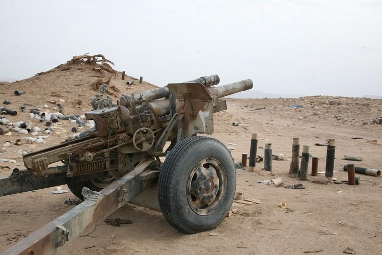 مدفعية الجيش اليمني تدك تجمعات الحوثيين في نهم بـ30 قذيفة