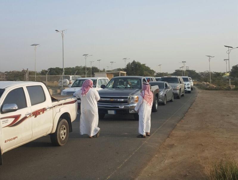 تأخر موظف الزراعة يزاحم المتنزهين أمام بوابة متنزه الأمير سلطان  (3)