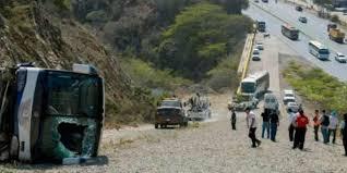 مقتل 17 شخصًا إثر انحراف حافلة في تايلاند - المواطن