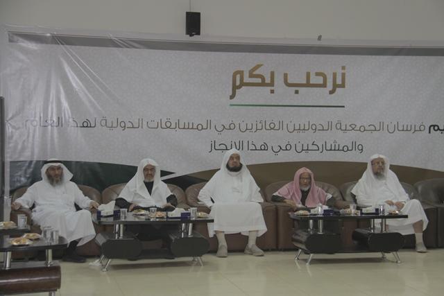 تحفيظ-الرياض-يكرم-الفائزين-بمسباقات-القران-الدولية (2)